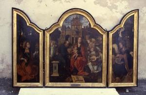 De H. Catharina (links), de Heilige Familie met engelen (midden), de H. Barbara (rechts)