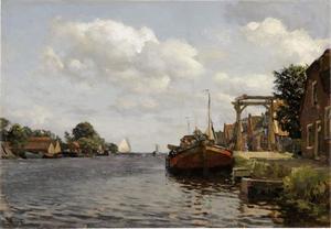 Gezicht op de Veerstraat in Oude Wetering met boten