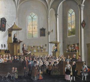 Kerkinterieur met zingende kerkgangers