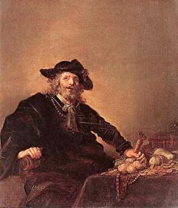 Oude man aan een tafel met muntgeld