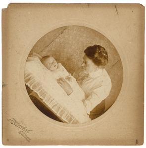 Portret van Agatha Barendina Rijkee (1877-1936) en Jan Fortuijn Drooglever (1911-?)
