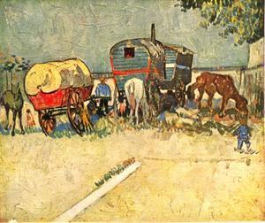 Woonwagens van de zigeuners met uitgespannen paarden bij Arles