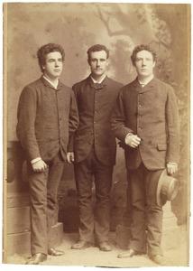 Portret van Johan Frans van Bemmelen (1859-1956), Willem van Bemmelen (1868-1941) en Karel Anton van Bemmelen (1867-...)