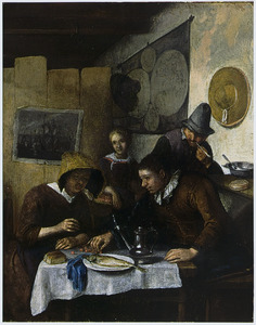 Gezin rondom een tafel waarop een bord met een haring