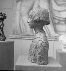 Het atelier van Antoine Bourdelle met een bronzen buste van Michel Cognacq