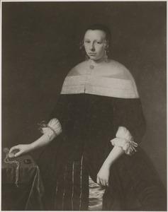 Portret van een vrouw met horloge