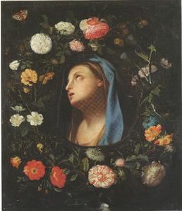 Bloemenkrans rondom hoofd van Maria