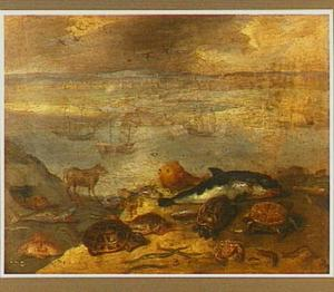 Vissen op de oever van een rivier met in de achtergrond schepen en een havenstad