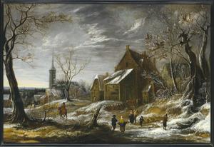 Winterlandschap met figuren op een weg door een dorp