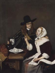 Drinkend paar aan een tafel