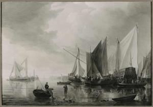Haven met vissersboten en jachten; op de voorgrond een man die een vaarboom vasthoudt