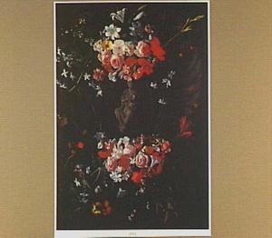 Bloemenkrans rond een voorstelling van Maria met Christus op schoot
