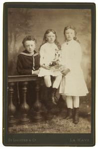 Portret van Jacoba, Cornelie en Carel Hoeufft