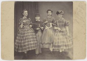 Groepsportret met Jacobus Adrianus Marinus Everts (1851-1927) en Johanna Petronella Everts (1852-1939)