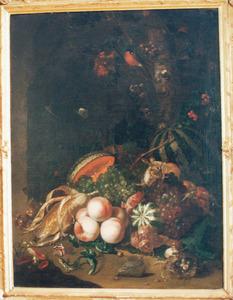 Stilleven van vruchten en dieren bij een boomstam voor een grotto