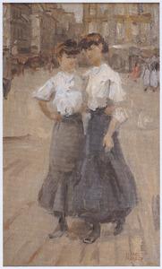 Twee Parisiennes wandelend over een plein