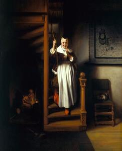 Een vrouw op een trap die twee mannen en een vrouw afluistert