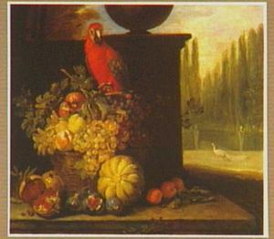 Vruchtenstilleven in een landschap, links een papegaai