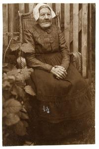 Portret van Maartje Dijkshoorn (1846-1925)