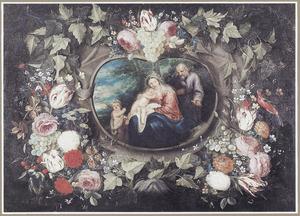 Krans van bloemen en vruchten rondom een ovale cartouche met daarin een afbeelding van de rust op de vlucht naar Egypte met de kleine Johannes de Doper