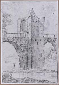 Pijler van een gefortificeerde stenen brug over rivier
