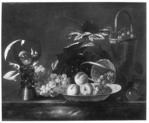 Vruchtenstilleven met een roemer