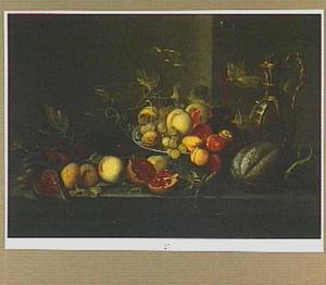 Stilleven van vruchten op een stenen plint