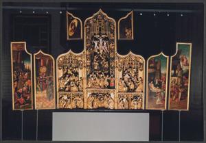 De gevangenneming van Christus, de handenwassing van Pilatus (binnenzijde linkerluik); De annunciatie, de visitatie, de Boom van Jesse, de geboorte, de besnijdenis, de kruisdraging, de kruisiging, de kruisafneming (middendeel); De graflegging, de verrijzenis, de wederdaling ter helle (binnenzijde rechterluik)