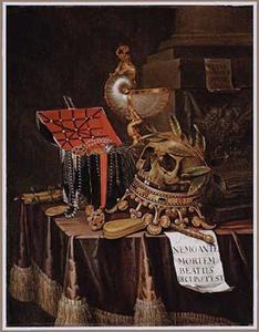 Vanitasstilleven met een gelauwerd doodshoofd op een kroon, met een nautilusbeker en een juwelenkistje