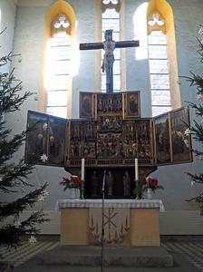 De ontmoeting van de HH. Anna en Joachim, de tempelgang van Maria (binnenzijde linkerluik); Het huwelijk van Maria en Jozef, de annunciatie, de geboorte, de besnijdenis, de aanbidding der Wijzen (middendeel); De vlucht naar Egypte, de presentatie in de tempel (binnenzijde rechterluik); God de Vader (binnenzijde linker bovenluik); Maria met de Heilige Geest (binnenzijde rechter bovenluik)