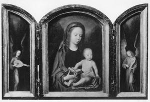 Musicerende engel (links); Maria met kind (midden); musicerende engel (rechts)