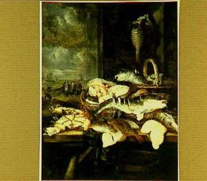 Stilleven met vissen en krabben op een tafel; door het