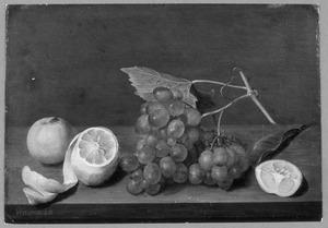 Vruchtenstilleven met druiventros en citroenen