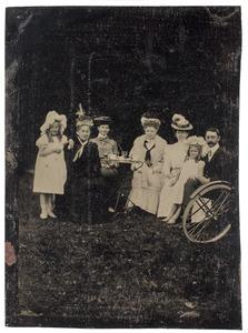 Groepsportret op het terras te Sonsbeek