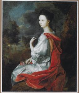 Portret van een vrouw in een wit kleed en een rode mantel, met onder andere rozen in haar schoot
