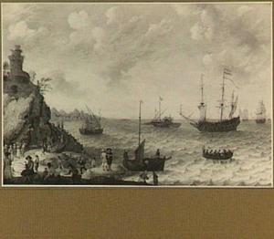 Schepen voor een rotsachtige kust, in de voorgrond een strandje met een visafslag