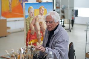 Herman Gordijn werkend in zijn atelier