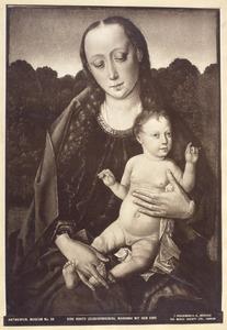 Maria met kind voor een boslandschap