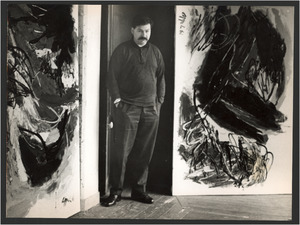 Karel Appel in zijn atelier