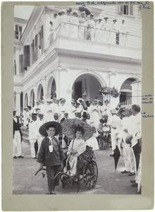 Louis Marie Corneille Rollin Couquerque  (1899-?) en Magdalena Ferdinanda Maria Rollin Couquerque (1903-1954) en anderen, Konininnedag te Paramaribo, 31 augustus 1931