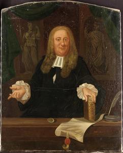 Portret van een man in een interieur, op de achtergrond beelden van Justitia en Minerva