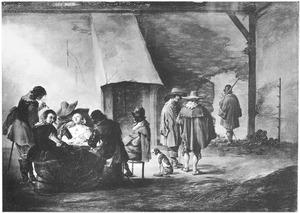 Rokend en drinkend gezelschap van soldaten en vrouwen in een wachtlokaal