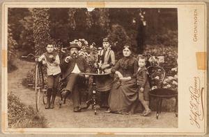 Portret van Willem Frederik Viëtor (1849-1919), Jacoba Roberta Tulleken (1849-1925) en hun kinderen