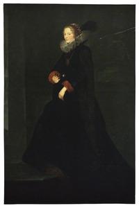 Portret van een vrouw, staande ten voeten uit, met rode manchetten