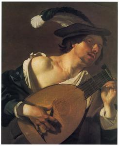 Jonge muzikant stemt zijn luit