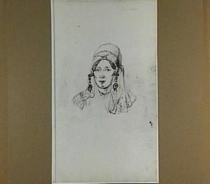 Schouderstuk van een vrouw met muts en oorhangers