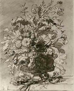 Bloemstilleven in een vaas versierd met nimfen en saters