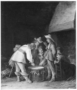 Rokende en dobbelende soldaten in een interieur
