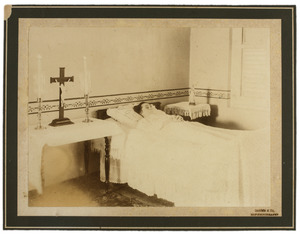 Doodsbedportret van Adriana Helena Maria Middelaer (1861-1920)
