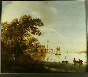 Beboste rivieroever met huisjes en steiger; diverse bootjes met vissers op het water
